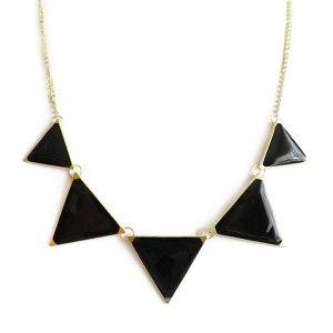 collar-con-triangulos-en-negro-1